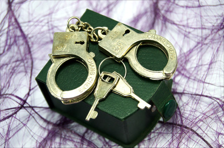 alliances: form alliances of handcuffs and keys.