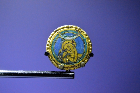 Old brooch of the virgin marries in gold