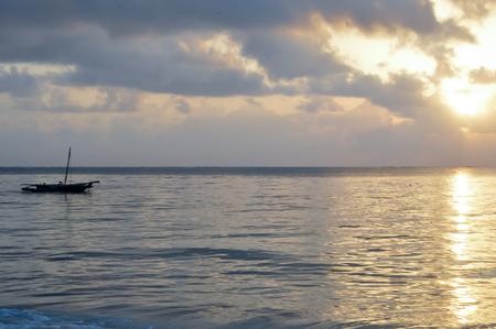 ruder: Dhow on the ocean at sunrise on Bamburi beach in Kenya Lizenzfreie Bilder