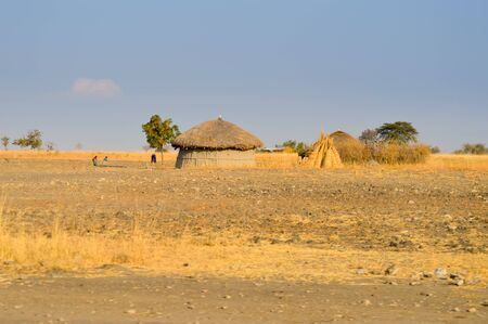 Traditional massai hut made of earth and wood in a rural village of Tanzania Standard-Bild - 90238452