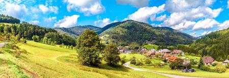 Straßen im Schwarzwald Standard-Bild