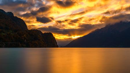 Brienzer See im Herbst Standard-Bild - 69341914