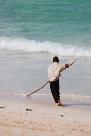 jeune: JEUNE PECHEUR A ZANZIBAR - YOUNG FISHERMAN HAS ZANZIBAR