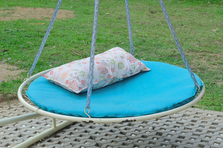 cradling: Swing bed in garden
