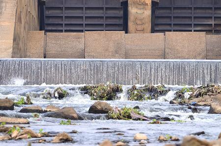 irrigate: Concrete weir to irrigate