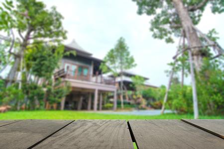 デフォーカスし、バック グラウンドの使用の家木と美しいテラスのイメージをぼかします。 写真素材