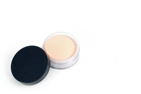 productos naturales: Maquillaje. polvos para la cara, aislado en fondo blanco Foto de archivo