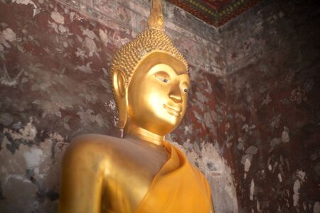 Ancient golden buddha state at Wat Suthat ,Bangkok ,Thailand Banco de Imagens