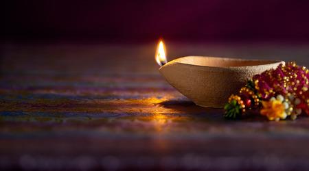 candil: Tradicional l�mparas diya arcilla encendida durante la celebraci�n de Diwali