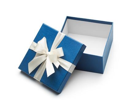 sorpresa: abrir caja de regalo azul con arco en blanco aislado en blanco Foto de archivo