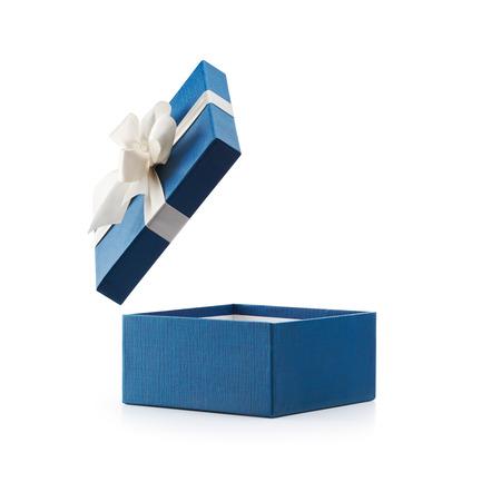 Blauw open geschenk doos met witte boog op wit wordt geïsoleerd Stockfoto