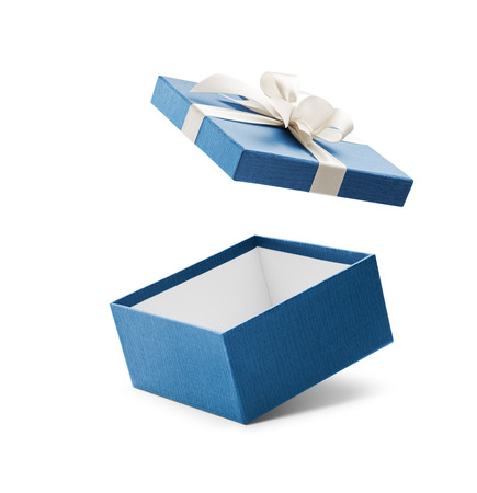 cajas navidad: abrir caja de regalo azul con arco en blanco aislado en blanco Foto de archivo