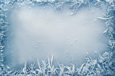 氷のクリスマスの背景上の霜結晶ボーダー