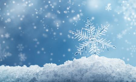 Macro snowflake and fallen defocused snowflakes on blue background Zdjęcie Seryjne - 63937783