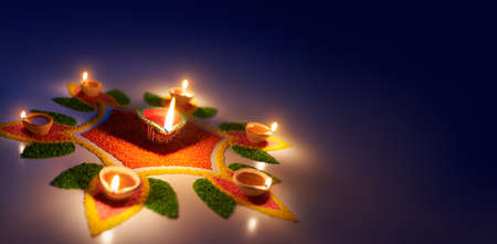 Happy Diwali, Diya oil lamps lit on colorful rangoli with copy space Zdjęcie Seryjne