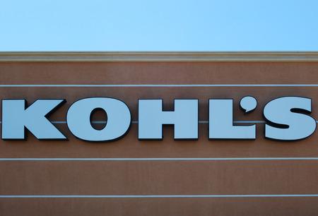 retail chain: Mesa, AZ, Stati Uniti d'America - 6 Agosto 2014 Kohl s Department Store � una catena americana di vendita al dettaglio fondata nel 1962 L'azienda � sede centrale a Milwaukee, Wisconsin con 1158 negozi in 49 stati 6 agosto 2014
