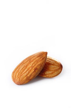 白い背景の上にアーモンドのナッツ 写真素材