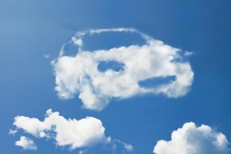dream car: Nubes en forma de coche ecológico. Foto de archivo