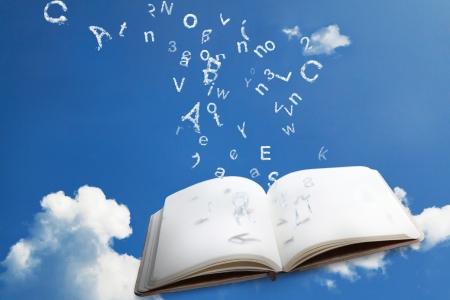 cielos abiertos: Libros Emty con fuentes nubes caer en las p�ginas