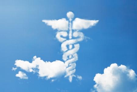 Caduceo médico símbolo de forma de la nube Foto de archivo - 23478462