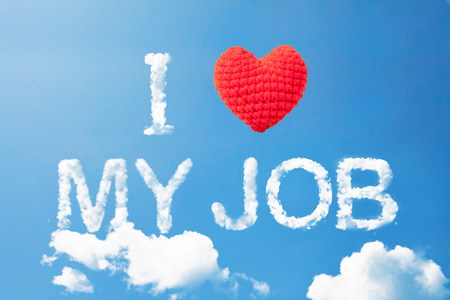 """""""Me encanta mi trabajo"""", una nube de la palabra y el corazón de las lanas en el cielo Foto de archivo"""