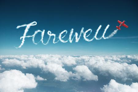 palabra de despedida creada a partir de una estela de humo por avión acrobático. Foto de archivo