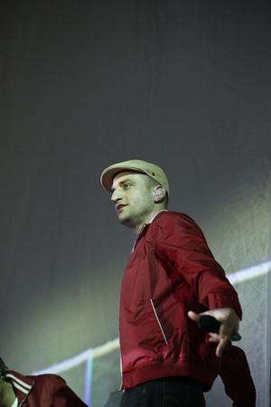 Culcha Candela, Flettertour 2012, Alsterdorfer Sporthalle Hamburg, 22.03.2012. In der Mitte des Bildes: Reedoo. Standard-Bild - 84383814