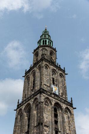 groningen: De oude en de hoogste toren van de stad Groningen Stockfoto