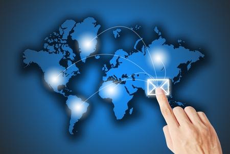 network marketing: La carta est� presionando la mano Foto de archivo