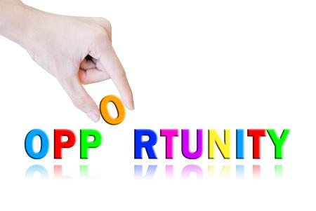 Mano pick e sollevare la parola opportunità pulsante