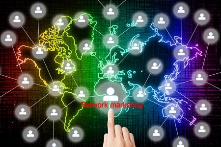 multilevel: La mano � premendo il marketing network pulsante Archivio Fotografico