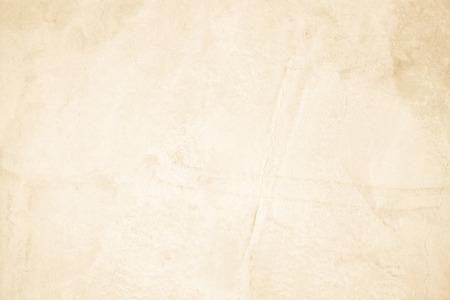 Muro de hormigón crema para interiores u hormigón pulido con superficie expuesta al aire libre. El cemento tiene arena y piedra de tono vintage, patrones naturales antiguos, diseño de fondo de textura de piso de trabajo de arte.