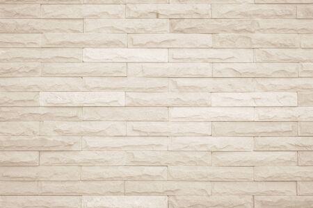 Cremefarbener und weißer Wandbeschaffenheitshintergrund, Ziegelsteinmuster modernes Dekorhaus und Vintage-Mauerwerkbodeninnenraum oder Designbeton alter Mauerwerksstapel-Kalkstein nahtlose Natur für Kopienraum.