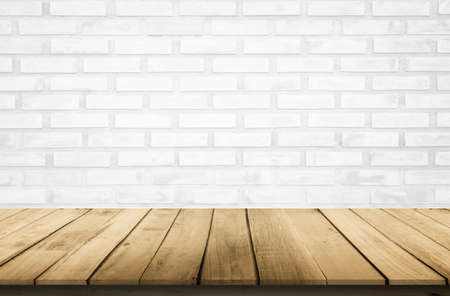 Empty wooden table top on white brick wall background, Design wood terrace white. Perspective for show space for your copy and branding. Can be used as product display montage. Vintage style concept. Banque d'images - 151149791