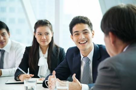 sala de reuniões: Executivos na sala de reuni�es Imagens