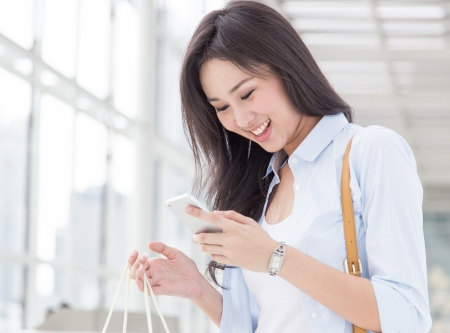 Happy young woman with her smart phone 版權商用圖片