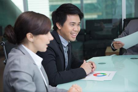 La gente de negocios en la sala de reunión Foto de archivo - 26396835