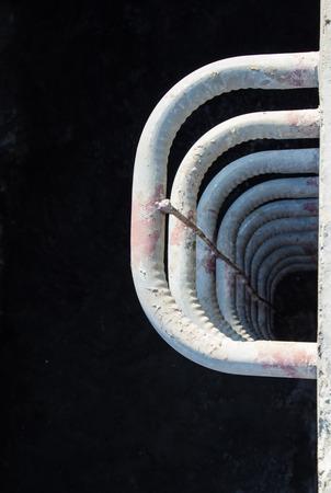 clavados: met�lica fija escalera en construcci�n Foto de archivo