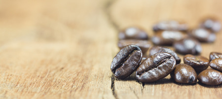 kopi: Coffee Beans  texture  on the wood background,selective focus,worm toning Stock Photo