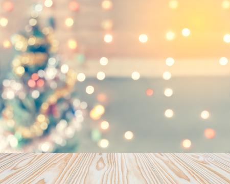 Funkeln Sie bokeh des Weihnachtsbaums, Schablonenspott oben für Anzeige Ihres Produktes für Weihnachtshintergrund, Weinlesetoning Standard-Bild - 48269004