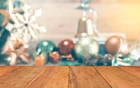 Zusammenfassung Weihnachtsdekoration Hintergrund verschwommen, verspotten Vorlage für Hintergrund Weihnachten für die Anzeige Ihres Produktes auf, Vintage-Tonung Standard-Bild - 48328558