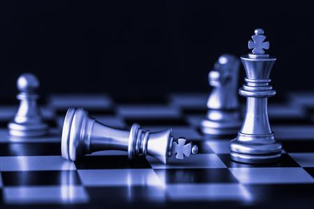 전략 체스 전투 체스 판에 대한 지능 도전 게임. 성공 전략 개념입니다. 체스 비즈니스 리더와 성공 아이디어입니다. 체스 전략 게임 비즈니스 경쟁 성