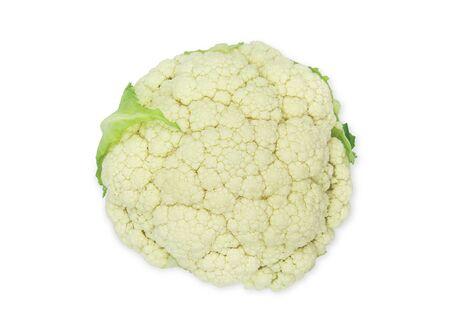 Ein Kopf frischer organischer weißer Blumenkohl auf weißem, isoliertem Hintergrund Blumenkohl hat einen hohen Kohlenhydrat- und Ballaststoffgehalt, so knusprig süß und lecker. Gemüse für Diätnahrungsmittelkonzept.