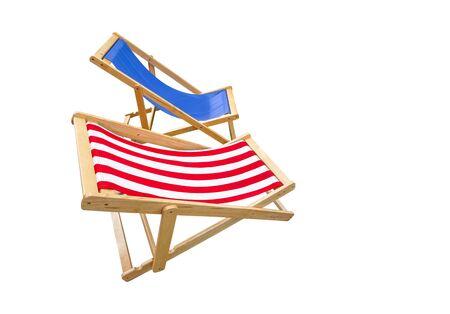 Holzliegestuhl isoliert auf weißem Hintergrund