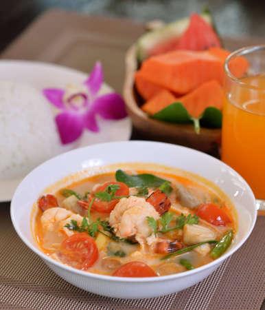Tom Yum soup in a white bowl Standard-Bild - 163359345