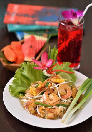 Shrimps Pad Thai in a white plate Standard-Bild - 163359734