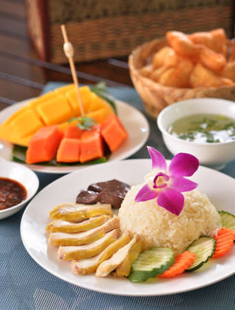 Hainanese chicken rice with other delicious dishes Standard-Bild - 163359743
