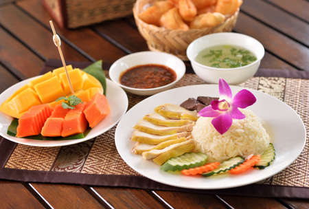 Hainanese chicken rice with other delicious dishes Standard-Bild - 163359746