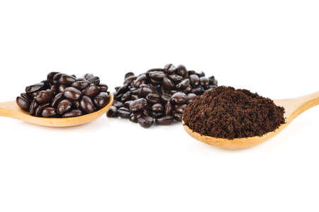 coffee beans isolated on white background. Standard-Bild - 160696016