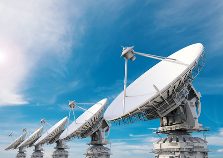 antena parabolica: 3d rendering satellite dish with blue sky background